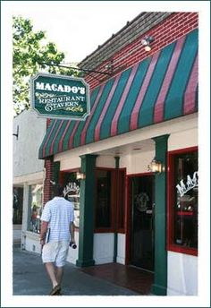 if you are ever in downtown Boone, NC eat here! Macado's!!! ~ another love!! fresh cinnamon rolls right out of the oven... soooooo yum!!!!