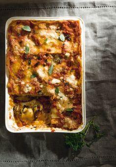 Μελιτζάνες με λαζάνια Greek Recipes, Lasagna, Food Inspiration, Cake Recipes, Spaghetti, Deserts, Cooking Recipes, Pasta, Ethnic Recipes