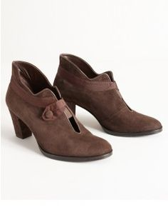 Low Ankle Boot With Grosgrain & Button - Brown