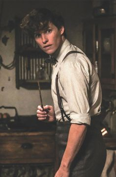 Newt Scamander - Fantastic Beasts - Home Hogwarts, Harry Potter Characters, Harry Potter World, Newt Scamander Aesthetic, Beast Wallpaper, Crimes Of Grindelwald, Next Film, Fantastic Beasts And Where, Newt Fantastic Beasts