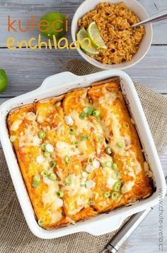 Kuřecí enchiladas patří mezi naše oblíbené mexické jídlo. Máme je raději než třeba tacos nebo fajitas, ikdyž je jejich příprava o trochu časově náročnější. Mně se na nich ale líbí, že vždycky máme zbytky, které se dají dobře zamrazit a nemusím se tedy přes