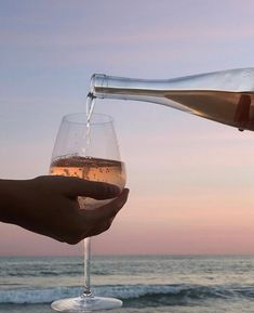Alcohol Bar, Drinks Alcohol Recipes, Alcoholic Drinks, Drink Recipes, Wine Bottle Corks, Sauvignon Blanc, Cocktail Drinks, Wine Tasting, White Wine