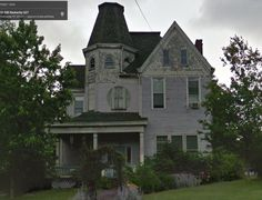 1901 Queen Anne – 240 Boone Ave, Winchester, KY 40391 Located in Historic District. Known as the Mary Eva French House.