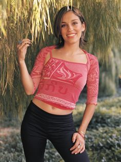 Amy Jo Johnson played Kimberly Hart the Pink Power Ranger. Kimberly Hart, Amy Jo Johnson, Pink Power Rangers, Tommy Oliver, Girl Outfits, Cute Outfits, Nostalgia, Celebrity Wallpapers, Female Stars
