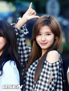 Sana-Twice 170526  KBS Music Bank arrival