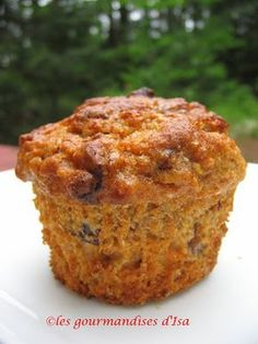 Les gourmandises d'Isa: MUFFINS AUX MIEL, DATTES ET CAROTTES Date Muffins, Breakfast Muffins, Carrot Muffins, Healthy Muffins, Desserts With Biscuits, Scones, Muffin Bread, Biscuit Cookies, Baking Cupcakes