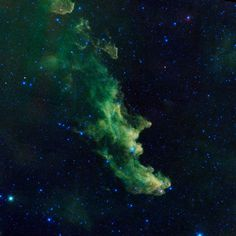 """""""Hexenkopf""""-Nebel Der Name dieses Nebels rührt daher, dass er wie der Kopf einer Hexe aussieht, die ins Weltall schreit.   Es wurde gemacht von der NASA-Sonde """"Wise"""" (""""Wide-Field Infrared Survey Explorer"""") und zeigt die wogenden Wolken des Nebels, in dem Babysterne entstehen."""