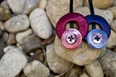 presilhas muito fofas, feitas em fita de cetim, botões de madrepérola, presas em grampo bem firme. podem ser encomendadas em outras cores. R$15,00