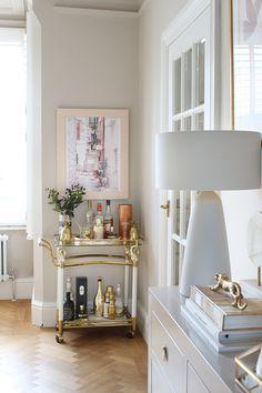 vintage bar cart in Victorian style house dining room Interior Design Books, Furniture Design Modern, Room, Eclectic Design, Black Dining Room, Interior, Home Decor Trends, Affordable Interiors, Vintage Shelving
