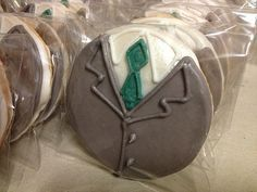 Suit and tie cookies. Excellent idea for baptism or Pioneer school or even hospitality. For sisters, a blouse. Jam Cookies, Cut Out Cookies, Royal Icing Cookies, Cupcake Cookies, Cupcakes, Sugar Cookies, Pioneer School Gifts, Pioneer Gifts, Jw Gifts
