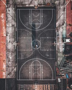 """Gefällt 2,989 Mal, 9 Kommentare - HYPE Courts (@hypecourts) auf Instagram: """"#hypecourts: A hoop on each side Photo: @youknowcyc_"""""""