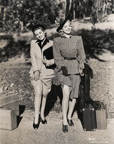 Actors Carole Landis as Ann Carrington and Joan Blondell as Gail Richards in the film 'Topper Returns' 1941 Vintage Hollywood, Golden Age Of Hollywood, Hollywood Glamour, Classic Hollywood, Hollywood Fashion, Hollywood Actresses, Vintage Glamour, Vintage Beauty, 1940s Fashion