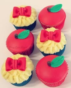 Snow White Cupcakes!  Peace.Love.Sugar https://www.facebook.com/pages/PeaceLoveSugar/107504169339809