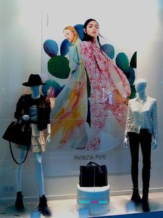 The fashion trend in Spring/Summer 2017 also dominates the retail window display. Retail Windows, Ss 2017, Visual Merchandising, Spring Summer, Display, Seasons, Woman, Female, Unique