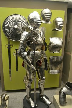 Classic example of 'maximilian' style early 16th cent armour