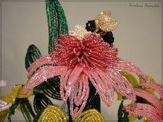 Фотографии цветов и деревьев из бисера, выполненных во французской технике бисероплетения, ручная работа. French Beaded Flowers, Flowering Trees, Beads And Wire, Quilling, Christmas Ornaments, Holiday Decor, Pretty, Hats, Board