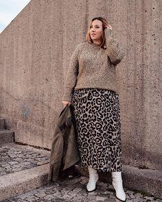 Women S Plus Size Resort Dresses Info: 1363637231 Plus Size Fall Outfit, Plus Size Outfits, Plus Size Fashion For Women, Plus Size Women, Curvy Outfits, Fashion Outfits, Womens Fashion, Sweater Skirt Outfit, Plus Size Inspiration