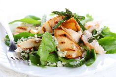 Une belle salade avec du poulet grillé à la plancha !