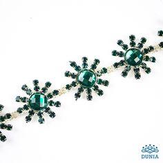 Swarovski, engarzados y cadenas | Mercería Dunia Swarovski, Brooch, Instagram, Jewelry, Margaritas, Chains, Crystals, Green, Jewlery