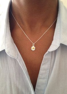 Daisy Necklace Sterling Silver Necklace Gift For Her Mothers Day Gift For Mom Everyday Necklace Birthday Gift Necklaces For Women Daisy Necklace, Dainty Gold Necklace, Floral Necklace, Bar Necklace, Sterling Silver Necklaces, Pandora Necklace, Silver Earrings, Silver Jewelry, Cute Jewelry