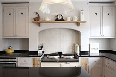 Modern Country Style: Colour Study: Farrow and Ball Elephant's Breath Click through for details. Farrow And Ball Kitchen, Farrow And Ball Paint, Farrow Ball, Aga Kitchen, Kitchen Ideas, Cashmere Kitchen, Elephants Breath, Modern Country Style, My Ideal Home