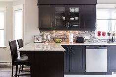 Kitchen cabinets, granite and flooring colors