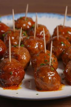 Don't let their mini size fool you, these slow-cooker party meatballs are packed with flavor. Get the recipe from Delish. Holiday Party Appetizers, Bite Size Appetizers, Appetizer Recipes, Appetizer Ideas, Popular Appetizers, Ground Beef Dishes, Ground Beef Recipes Easy, Slow Cooking, Party Food Meatballs