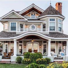 24 Most Popular Dream House Exterior Design Ideas ~ House Design Ideas Dream Home Design, My Dream Home, Dream Home Plans, Cute House, Dream House Exterior, House Ideas Exterior, Exterior Homes, Big Houses Exterior, Colonial House Exteriors