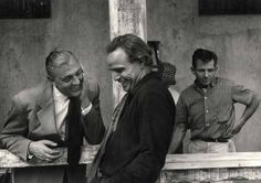 "Jacques Tati e Marlon Brando sul set di ""I due volti della vendetta"" (One-Eyed Jacks), 1961"