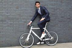 Lunes y toca ir #altrabajoenbici...  #pedaleaconestilo con esta bici #biomega    https://www.avantum.bike/biomega/modelos/biomega-NYC-newyork-man-concorreadecarbono.html    #avantumbikes
