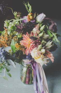 Gorgeous fresh and modern looking fall wedding bouquet | http://www.weddingpartyapp.com/blog/2014/09/18/fresh-fall-wedding-bouquets-romantic-bride/