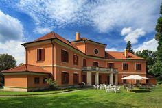 Lovecký zámeček nedaleko Bechyně Palaces, Castles, Mansions, House Styles, Home Decor, Decoration Home, Palace, Chateaus, Manor Houses