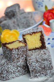 Barbi konyhája: Kókuszkocka - Lamington szelet Hungarian Desserts, Hungarian Recipes, Bakery Recipes, Cookie Recipes, No Bake Desserts, Dessert Recipes, Sweet Cookies, Baking And Pastry, Recipes From Heaven