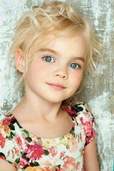 Cute little girl Precious Children, Beautiful Children, Beautiful Babies, Pretty Eyes, Beautiful Eyes, Beautiful People, Cute Little Girls, Cute Kids, Cute Babies