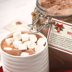 jar This mix is so easy to make and great to have on hand for an instant mug of chocolaty, rich hot cocoa. A jar of this makes a great gift, too! Homemade Hot Chocolate, Hot Chocolate Bars, Hot Chocolate Recipes, Chocolate Gifts, Homemade Food, Diy Food, Hot Cocoa Recipe, Cocoa Recipes, Cocoa Drink