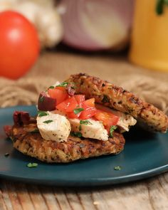Organic Quinoa Rice Cakes With Mediterranean Chicken Lunch Recipes, Real Food Recipes, Chicken Recipes, Cooking Recipes, Healthy Recipes, Greek Recipes, Healthy Meals, Dinner Recipes, Healthy Packed Lunches