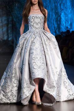 RALPH and RUSSO couture sunday princess. RALPH and RUSSO couture (ph fashionwirepress). Haute Couture Style, Couture Mode, Couture Details, Couture Week, Couture Fashion, Ralph & Russo, Fashion Week, High Fashion, Fashion Show