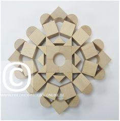 Schönheitsform bzw. Mandala mit den Holzbausteinen der Spielgabe 5B nach Froebel