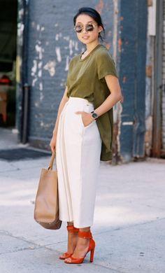 """En la moda, las reglas están para romperse. Regla rota: """"Si eres bajita, evita los pantalones capri/culottes."""""""