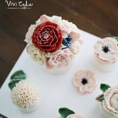 Rice cake. White Bean paste flower. Made by_student . .  비비케이크 www.vivi-cake.com vivicakeclass@gmail.com . . .  #flowercake #korea #design #cake #cupcakes #flowercakeclass #cakeclass #flowers #riceflower #koreaflowercake #koreanflowercake #piping #rice #riceflowercake #wilton #wiltoncake #ricecakeflowercake #koreanbuttercream #flowers #baking #beanpaste #beanpasteflower #seoul #hongdae #cakeicing #플라워케이크 #떡케이크 #플라워케이크떡케이크 #Ricecake #vivicake #비비케이크