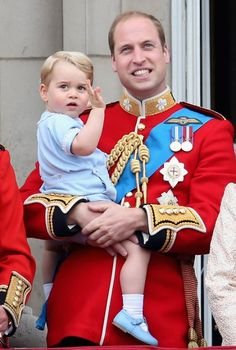 Prince George of Cambridge is held by Prince William, Duke of Cambridge as they look out from the balcony of Buckingham Palace during the Trooping the Colour on June 2015 in London, England. Get premium, high resolution news photos at Getty Images Queen Elizabeth Birthday, Queen Birthday, Queen Elizabeth Ii, Birthday Cake, Baby Prince, Prince And Princess, Princess Kate, Prince Harry, Lady Diana