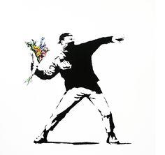 El artista callejero Banksy hace años que superó el perfil inconformista y juvenil de este movimiento vinculado a la rebeldía antisistema en la periferia de las grandes ciudades. Su obra juega con la acidez, la ironía, la sorpresa y la crítica. Políticos, fuerzas de seguridad, ratas o monos...son algunos de los protagonistas de sus pintadas…