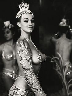 Parisian Latin Quarter chorus girls photographed by Peter Basch c. 1950s