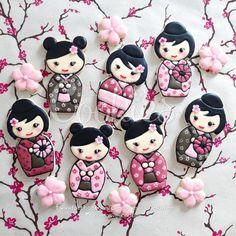 Kawaii Kokeshi Doll Cookies Kawaii Cookies, Fancy Cookies, Iced Cookies, Cute Cookies, Royal Icing Cookies, Cupcake Cookies, Sugar Cookies, Cookies Decorados, Galletas Cookies