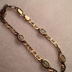 """Vint 925 GP(?) Sterling 5 Oval Crystal/Gemstones 🌹RARE Vintage: 7.22"""" This beautiful Sterling Silver (marked) bracelet has a fabulously unique setting. Within the setting are 5 pretty oval crystals/Gemstones. Condition vintage.  All Treasures were all pre-loved. Condition: Consistent with age and wear. Vintage Designer is unknown. Victoria's Secret Jewelry Bracelets"""