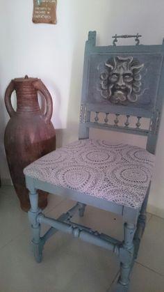 Artystyczne krzesła. Kto nie kocha maszkaronów
