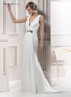 Simple satin plunging V-neck gown with bold beaded cinch at the waist by Manu Garcia Wedding Dresses 2014, Wedding Gowns, Formal Dresses, Manu Garcia, Spanish Wedding, Bridezilla, One Shoulder Wedding Dress, Party Dress, Hair Beauty