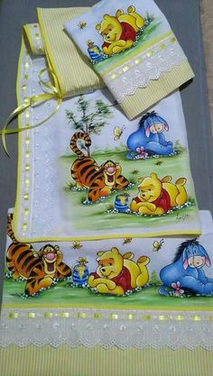 Tigger And Pooh, Pooh Bear, Eeyore, Winnie The Pooh, Baby Painting, Fabric Painting, Baby Crafts, Diy And Crafts, Baby Drawing