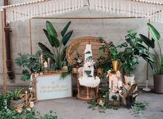 wedding cake display - photo by Katt Willson http://ruffledblog.com/stylish-tropical-wedding-inspiration-in-the-pacific-northwest
