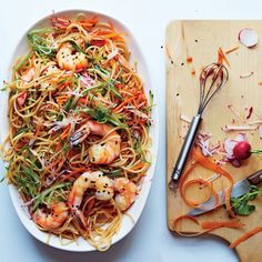 Crisp julienned vegetables add crunchy texture to wheat-free pasta. To prep them… Ceviche, Healthy Snacks, Healthy Eating, Healthy Recipes, Free Recipes, Healthy Life, Rice Noodle Recipes, Quinoa, Asian Recipes